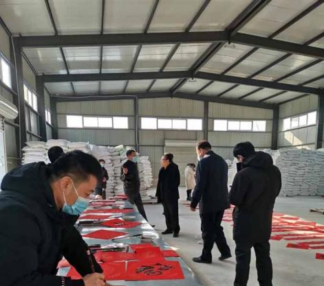 易县举办迎新春公益写春联活动